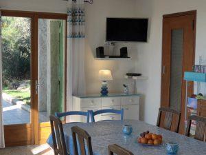 Le séjour est très bien équipé avec télévision HD et l'accès gratuit à internet et le Wi-Fi