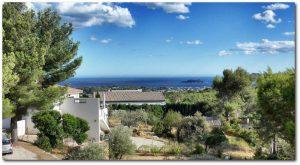 """Villa """"Terre-Brûlée"""" : un regard sur la Méditerranée"""