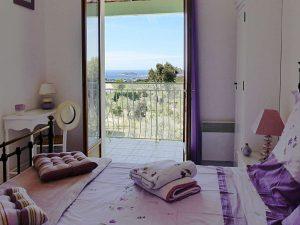 La chambre 'Lavande' à l'étage : salle de bain privée et vue à couper le souffle