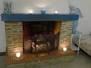 La cheminée électrique du séjour pour une ambiance chaleureuse toute l'année