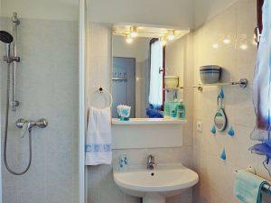 "La salle de bain de la chambre ""Lavande"""