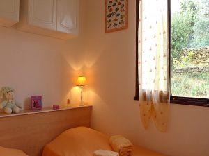 """villa terre brulee chambre jumeaux 1BR 300x225 - """"Villa Terre-Brûlée"""" vous accueille tout près des calanques..."""