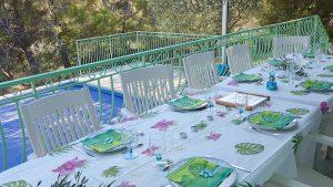 repas sur la terrasse sud face à la mer